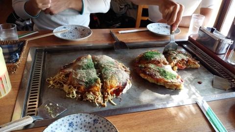 伯方島のお好み焼き「風」で広島風お好み焼きと関西風の両方を頂きました。