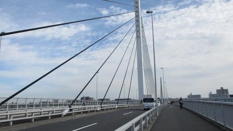 清砂大橋を渡ります。