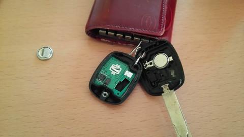 キーレスエントリーのボタン電池を交換しました。