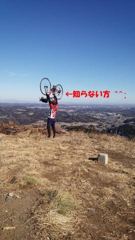 山頂で記念写真を撮りまくっている二人組が見ていて楽しかったです。