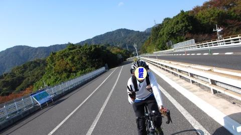 大三島橋走行中の師匠。