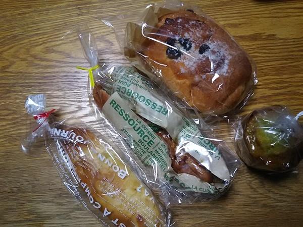 ヤムヤムさんで購入したパン