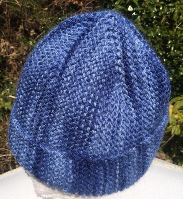アルパカ100の手編み帽子 藍色段染め糸にてオシャレなデザイン