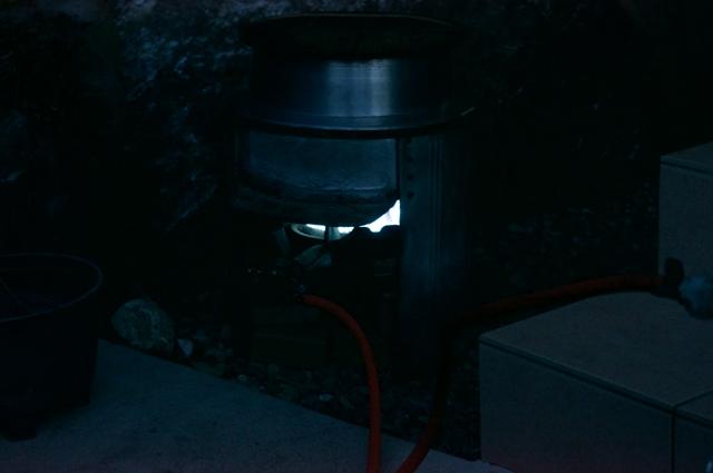 朝、真暗な時から湯を沸かし