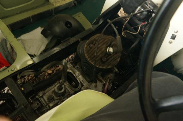 エンジンルームに鎮座した、ダイハツZDエンジン