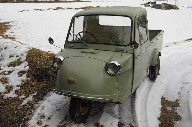 ミゼット、雪の上に行く