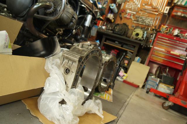 ばらされたエンジンのロータハウジング