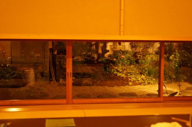 離れの座敷から見える、お庭
