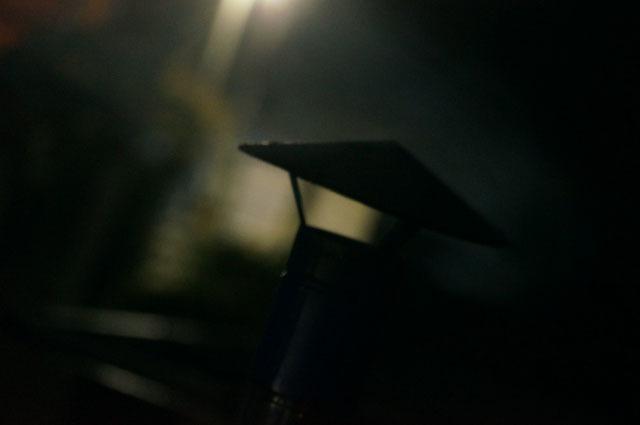 陣笠煙突から吐き出される煙 イメージ