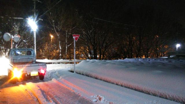 雪の日野市の神明あたり