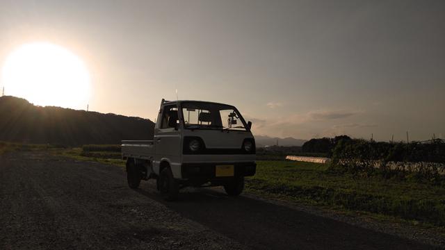 2スト3気筒4WDのST31と、秋の夕暮れの始まり