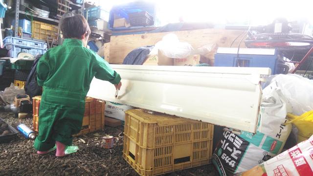軽トラの荷台のアオリに錆止めを塗る