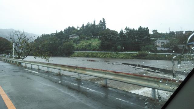 秋川増水中