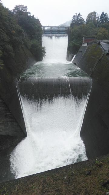 氷川ダム・奥多摩ダム、放水