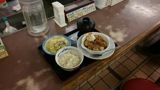 松屋チキングリル定食シャリアピンソース