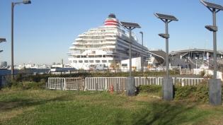 横浜大桟橋。飛鳥Ⅱ、パシフィックビーナス3