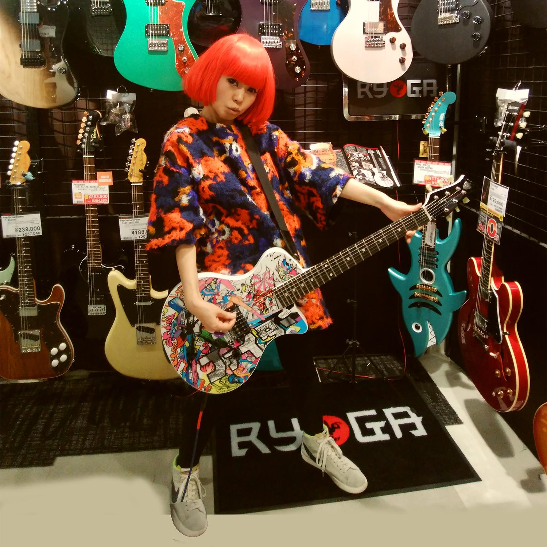 自分のギターがずっと欲しかった(弾けないけど)・・・