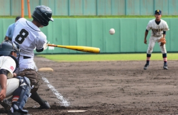 170926-25徳之島3点目・加の二塁打_035