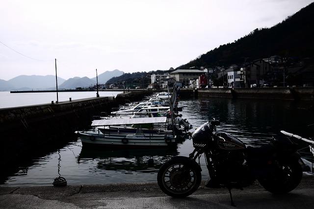 s-11:24漁港逆光