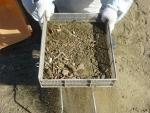 5ミリの籠で篩に掛ける