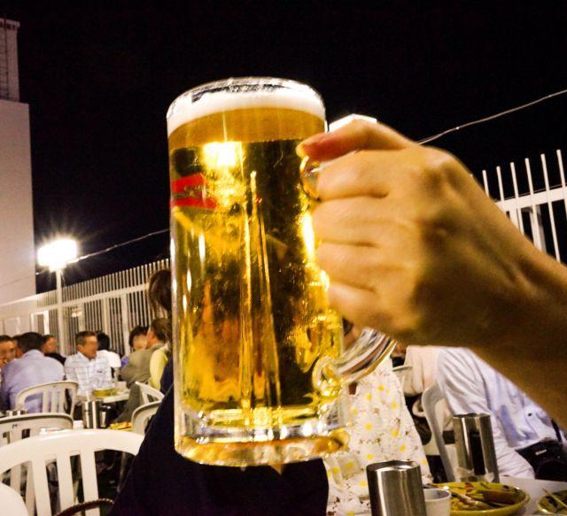 ビアガ-デン ビールで乾杯
