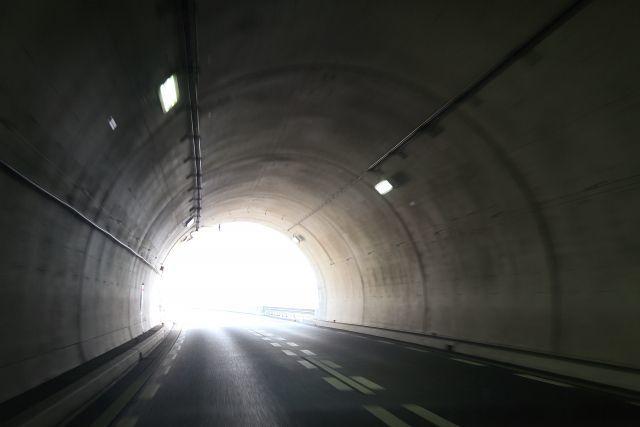 トンネルには、実は入り口と出口がある?