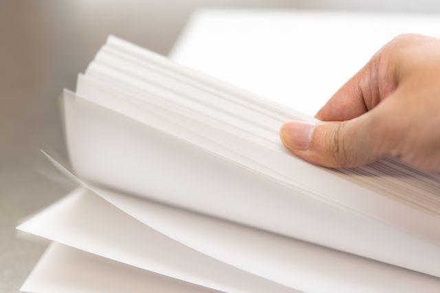 コピー用紙を43回折ることができれば、月に届く距離になる?