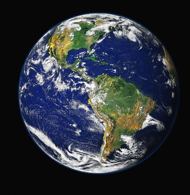 「青い地球」の正体は、海の青さだけではなかった?