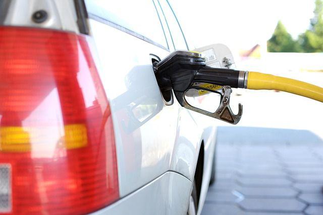ガソリン スタンド 給油