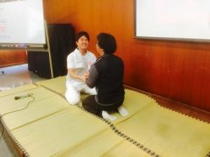 中沢さん座り相撲