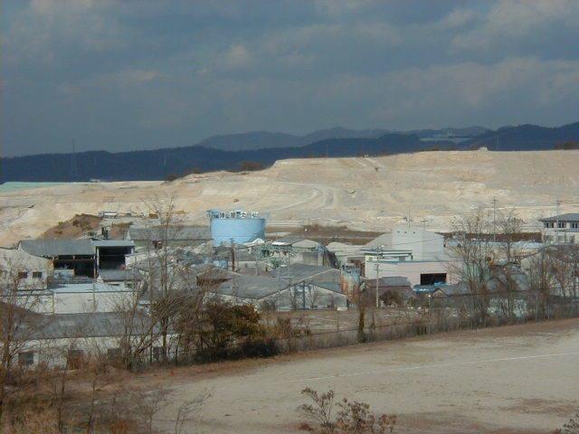 陶土・珪砂採掘場1
