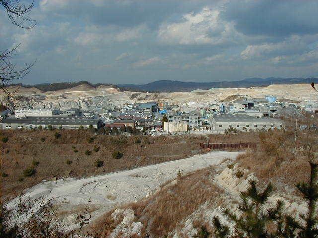 陶土・珪砂採掘場2
