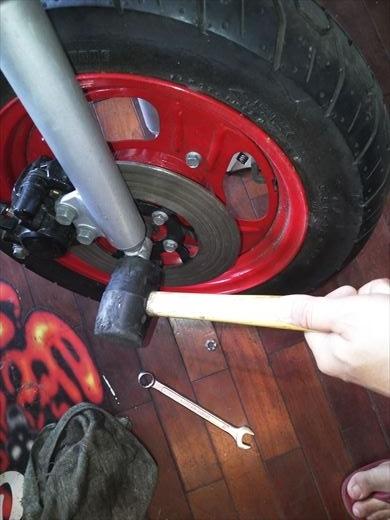 タイヤ交換(フロント) (3)