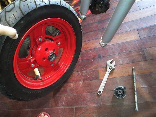 タイヤ交換(フロント) (5)
