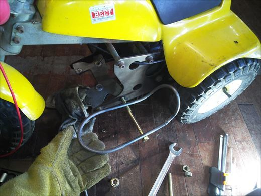 ②ポケバイエンジン載せ替えとステップ作成 (16)