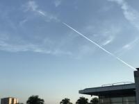 まさに飛行機雲製造中170927