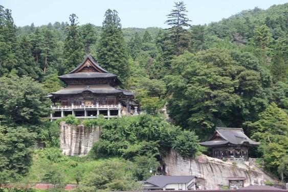 山門と本堂