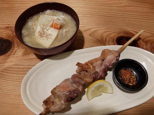 会津地鶏串焼きとさくらモツ煮