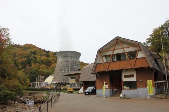 地熱発電所と資料館