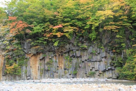 岩層の絶壁