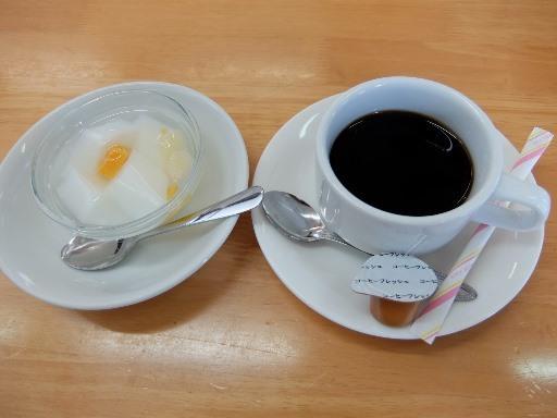 食後の杏仁豆腐とコーヒー