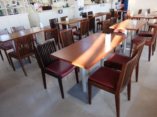 フードコートテーブル席