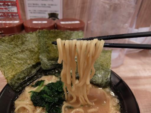 ストレートの太麺