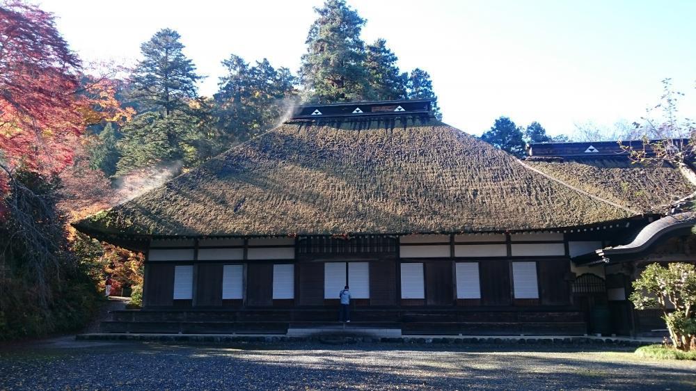 広徳寺 茅葺屋根の本堂