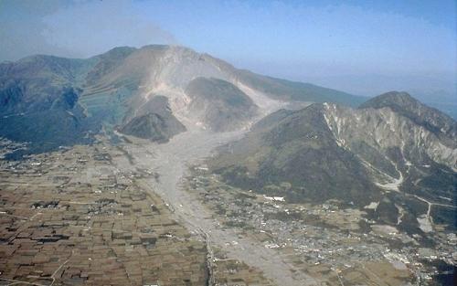Unzen_pyroclastic_and_lahar_deposits.jpg