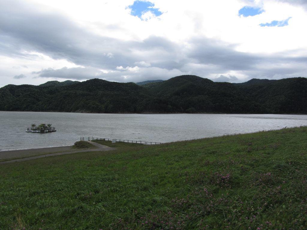 街道の行く先へ 滝里 ~ダムの湖...