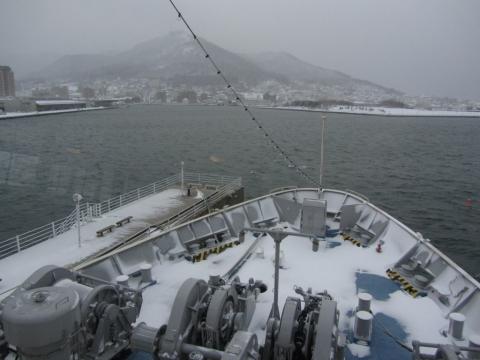 船橋(操舵室)より函館山