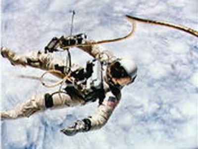 White,_Ed_using_the_Manned_Maneuvering_Unit_in_1965
