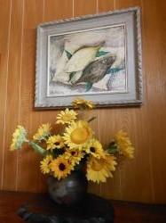 玄関の絵画とお花