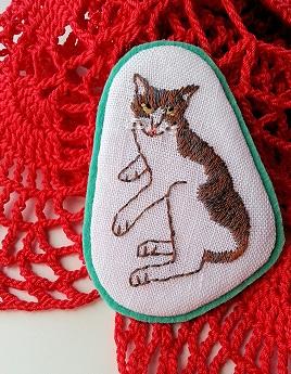 cat_brooch.jpg